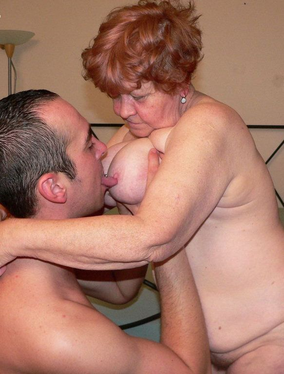 Old and young lesbians nude
